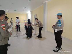 Polsek KKP Batam Pimpin Pembagian Masker di Wilayah Pelabuhan Domestik